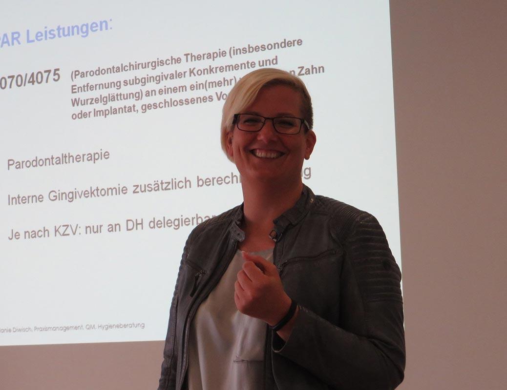 Melanie Diwisch gibt Fortbildungen in der zahnärztlichen Abrechnung