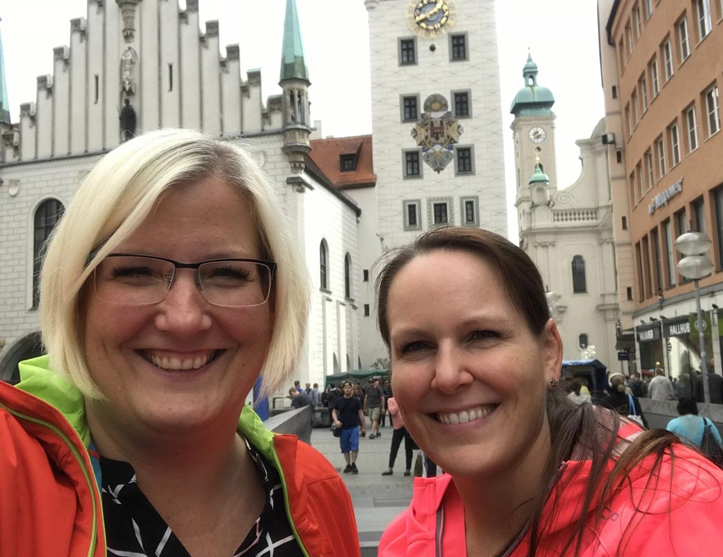 Melanie Diwisch (links) ist Profi in zahnärztlicher Abrechnung