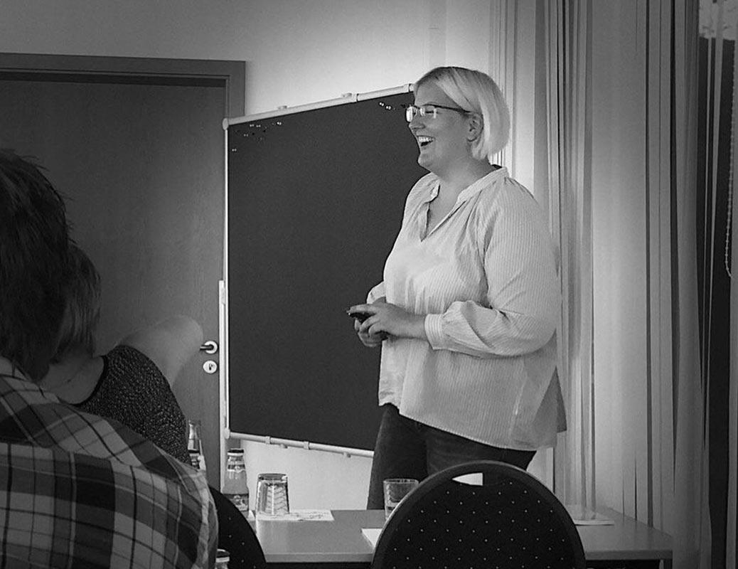 Melanie Diwisch freut sich über gelungene Fortbildung für zahnärztliche Abrechnung
