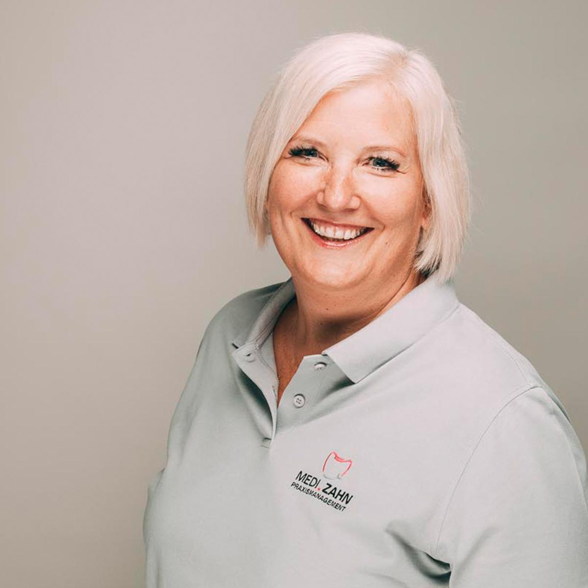Melanie Diwisch führt Abrechnung und Praxismanagement für Ihre Zahnarztpraxis durch